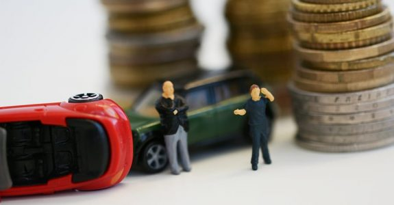 Verkehrsunfall: Haftungsquotenbemessung und Nutzungsausfallreduzierung