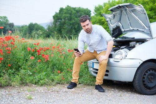 Verkehrsunfall - Anhalten auf dem Standstreifen – Verletzung auf Grünstreifen