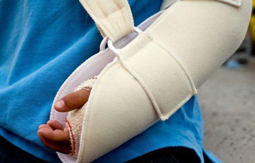 Unterfallversicherung: Invaliditätsentschädigung nach körperfernen Trümmerbruch von Elle und Speiche