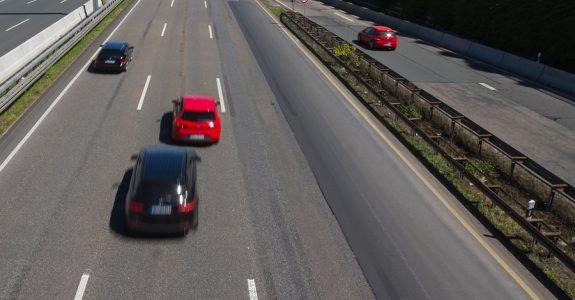 Verkehrsunfall bei Fahrspurwechsel auf Autobahn – Haftungsverteilung