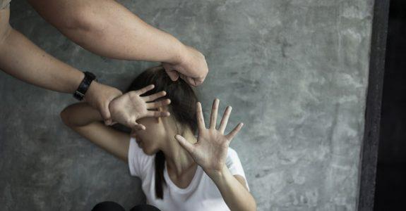 Körperverletzung: Notwehrrecht des Schädigers in einer Gefahrensituation während eines Familienstreits