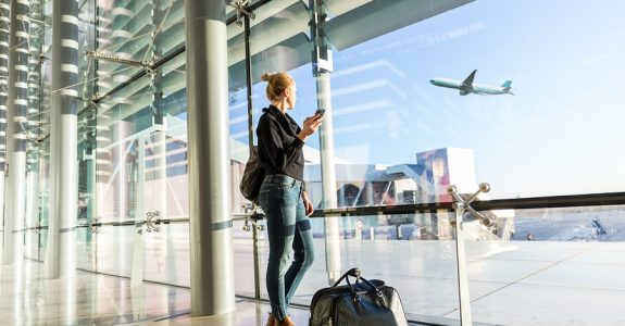 Ausgleichsleistung und Schadensersatz nach der FluggastrechteVO