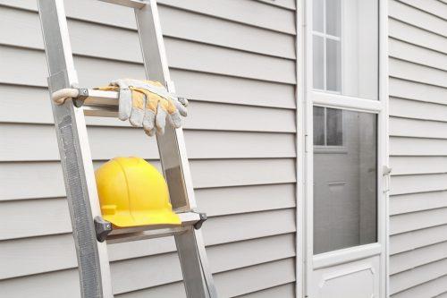 Eigentumsverletzung: Leiteranlehnen an Nachbarhaus und Löcherbohren in Außenwand