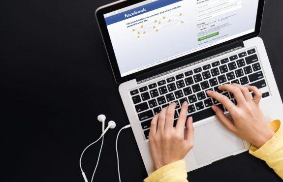 Beleidigung durch Einstellen von Lehrerfotos auf Facebook - Strafbarkeit