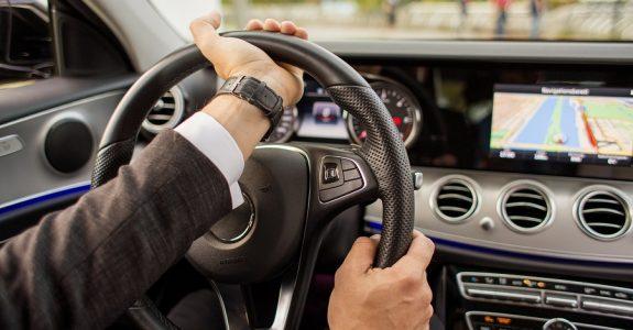 Verkehrsunfall mit Unfallmanipulation – fehlende Lenkbewegung nach rechts