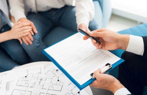 Grundstückskaufvertrag – Rückabwicklung bei falscher Baujahresangabe
