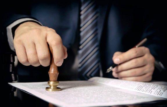 Notarielle Beurkundung Grundstückskaufvertrags - Belehrungs- und Warnpflichten des Notars