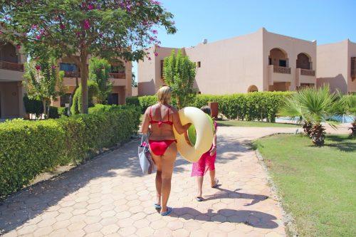 Pauschalreisevertrag - Schadensersatzansprüche mitreisender Familienmitglieder bei vertaner Urlaubszeit