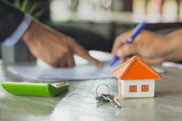 Grundstückskaufvertrag: Schadenersatzanspruch wegen arglistigen Verschweigens einer Feuchtigkeitsproblematik; Darlegungs- und Beweislast des Käufers