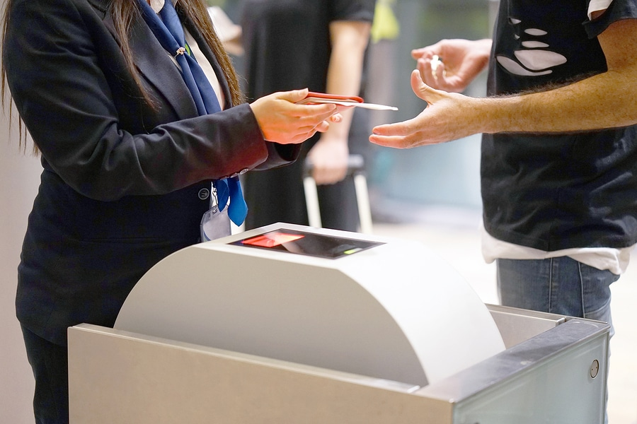 Flugbeförderungsvertrag: Abbedingung Kündigungsrechts des Passagiers zulässig?