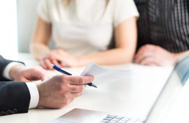 Wohnraummietvertrag - Formularklausel über zweijährigen Kündigungsausschluss - Unwirksamkeit