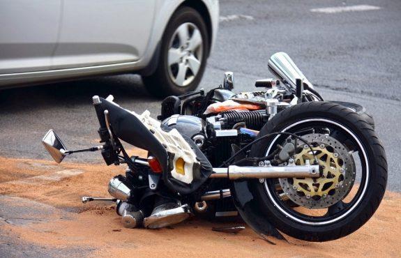 Motorradunfall während der Fahrschulausbildung - Schmerzensgeldanspruch des Motorradfahrschülers