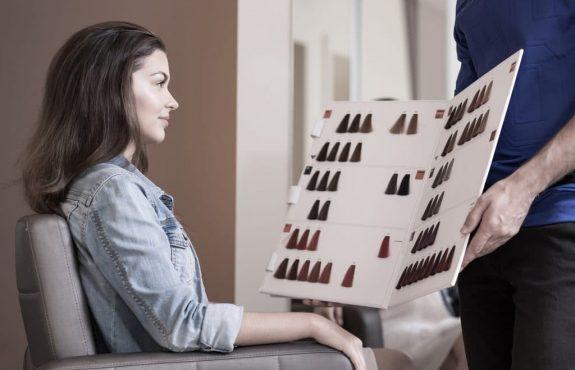 Friseurbesuch - Verbrennungen an den Haaren durch Haarfärbemittel - Schadensersatz