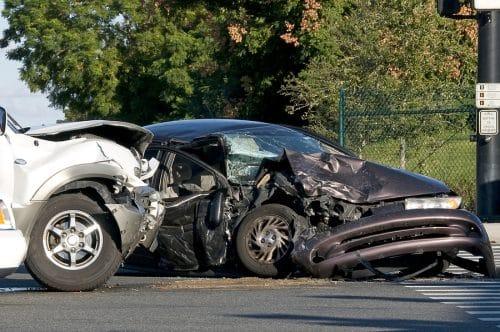 Verkehrsunfall – Überholverbot und Ausfahrt aus Grundstück