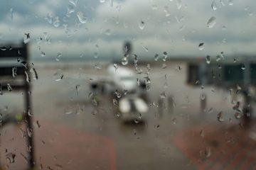 Flugannullierung – Ausgleichsanspruch bei rutschiger Landebahn bei Regen und starkem Wind