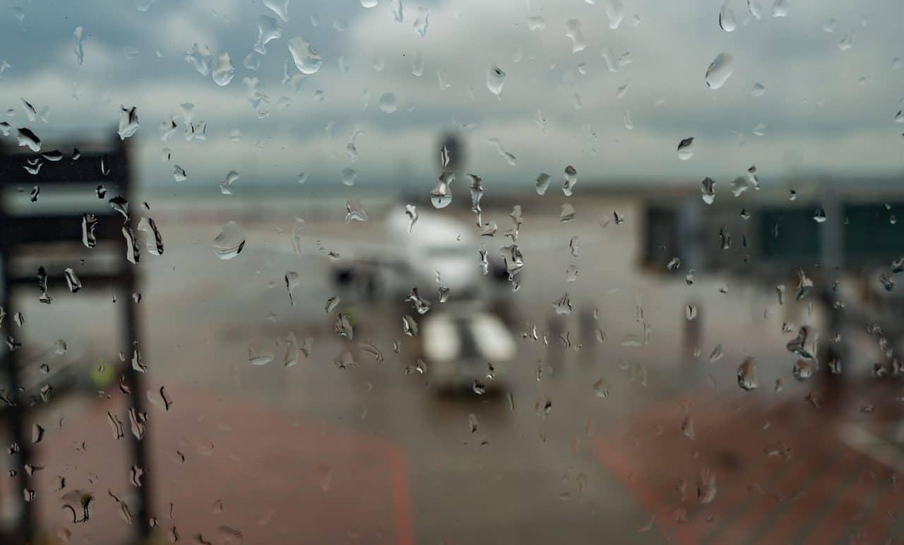 Flugannullierung - Ausgleichsanspruch bei rutschiger Landebahn bei Regen und starkem Wind