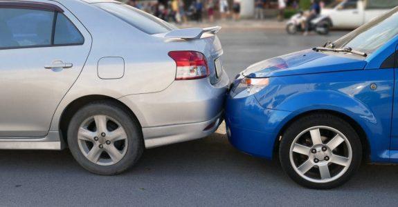 Auffahrunfall nach Bremsung des Vorausfahrenden ohne zwingenden Grund - Haftungsverteilung