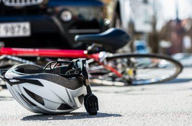 Haftungsverteilung bei Kollision eines Linksabbiegers mit einem überholenden Radfahrer
