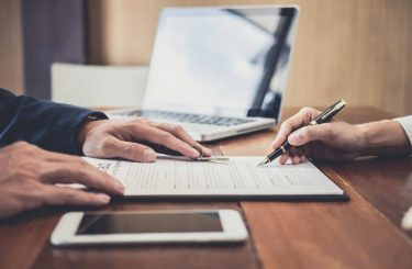 Wirksamkeit einer formularmäßigen Vereinbarung einer Bearbeitungsgebühr bei Unternehmerkredit