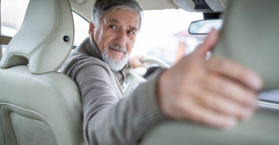 Verkehrsunfall: Kollision mit einem bevorrechtigten rückwärtsfahrenden Fahrzeug