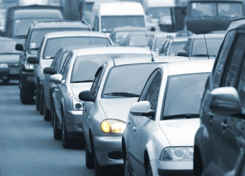 Überholen einer Fahrzeugkolonne – Haftung bei Verkehrsunfall