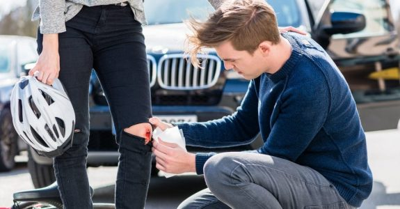 Verkehrsunfall - Schmerzensgeld für Knieverletzung