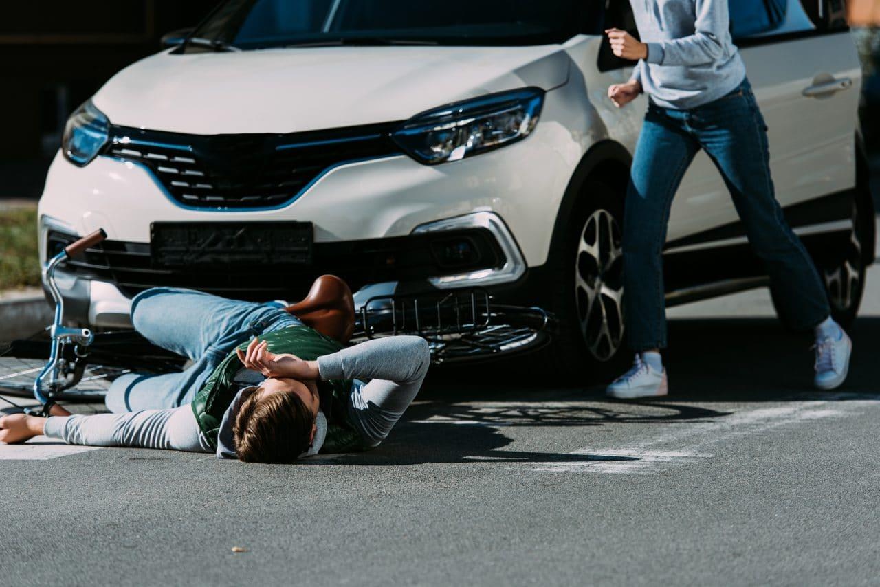 Verkehrsunfall – Fußgängerkollision mit Fahrzeug mit einem alkoholisierten Fahrer
