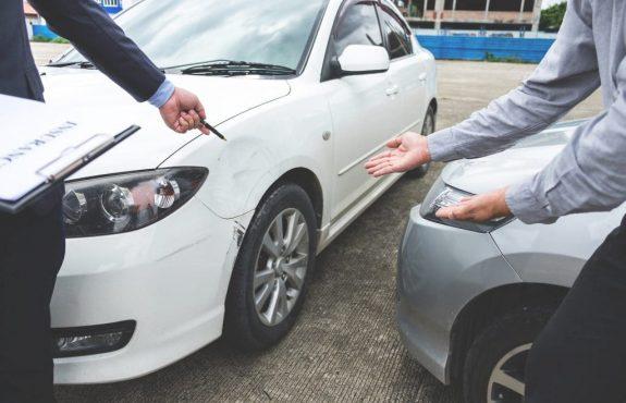 Verkehrsunfall und Indizien eines manipulierten Unfallgeschehens