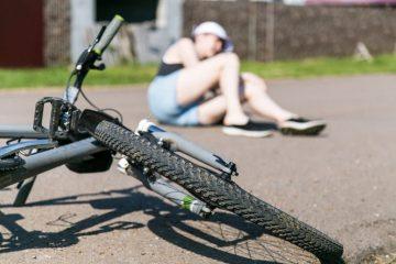 Verkehrsunfall – Anspruch einer Fahrradfahrerin auf Schadensersatz und Schmerzensgeld