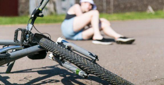 Verkehrsunfall - Anspruch einer Fahrradfahrerin auf Schadensersatz und Schmerzensgeld