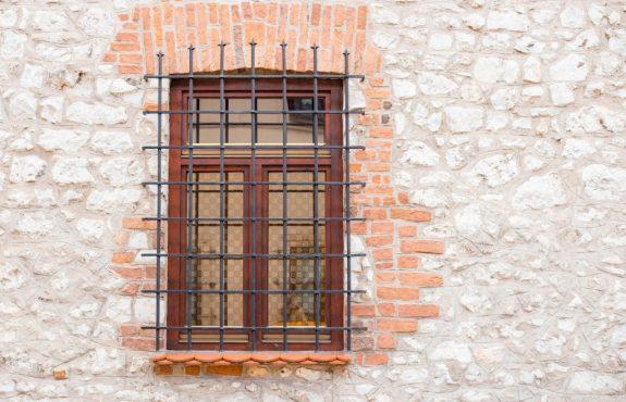 WEG-Mehrheitsbeschluss über Anbringung von Rollgittern vor den Fenstern