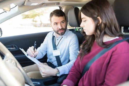 Fahrschule – Gebührenanspruch bei minderjährigem Fahrschüler