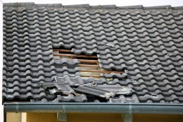 Verkehrssicherungspflicht Hauseigentümer – Ablösung einer Dachziegel bei Sturm