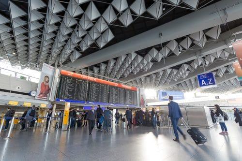 Ausgleichsleistungsanspruch bei Flugverspätung – bei Zubringerflug und Anschlussflug