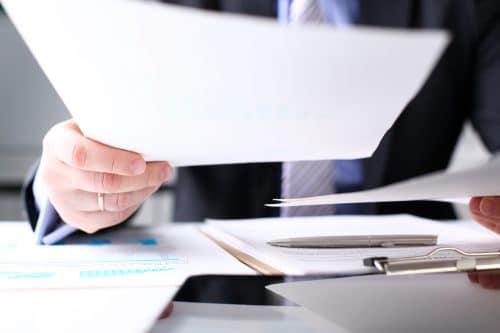 Mitteilung von Änderungswünschen an Notar kann ein konkludenter Auftrag sein