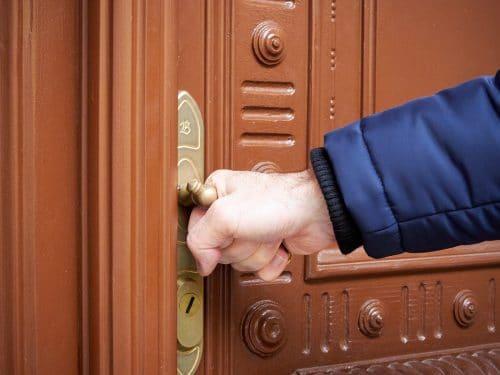 Pflicht zum Verschließen der Hauseingangstür durch Mieter