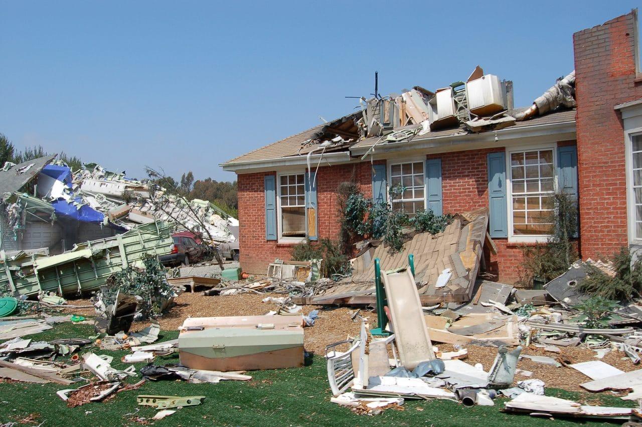 Ablösung von Gebäudeteilen durch einen Orkan – Haftung des Eigentümers