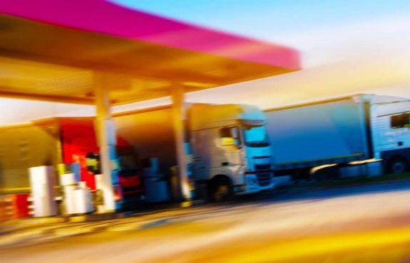 Verkehrssicherungspflicht eines Tankstellenbetreibers bei Regennässe