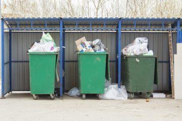 Abfallbehälter bei Sturm gegen Fahrzeug geweht – Haftung