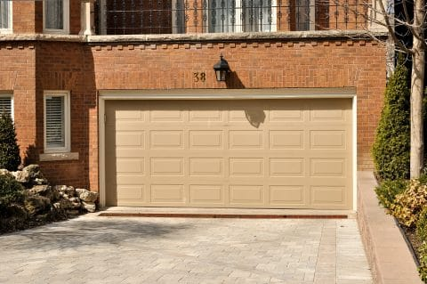 Verkehrssicherungspflicht eines Garagenvermieters - Unebenheiten auf der Zufahrtsfläche
