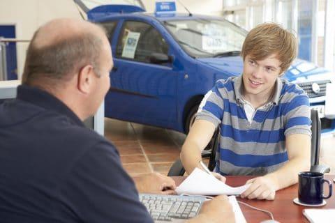 Gebrauchtwagenkaufvertrag – Rücktritt und Verjährung von Schadensersatzansprüchen