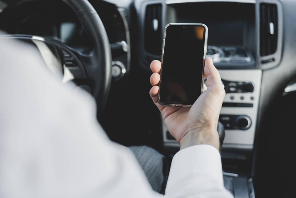Handy heruntergefallen – Funktionsprüfung stellt Benutzen und Handyverstoß dar