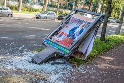 Verkehrssicherungspflicht - umgefallener Straßenständer neben dem Fußweg