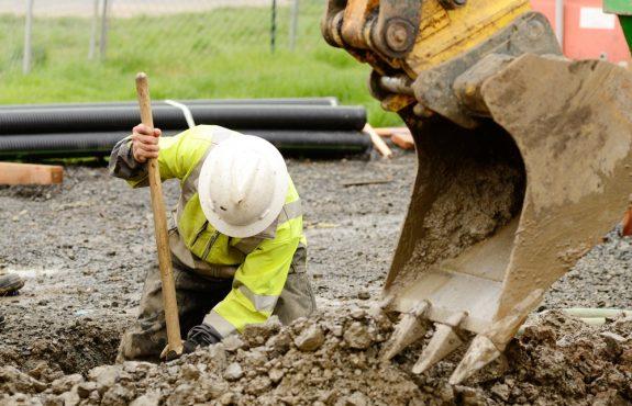 Handwerkerhaftung für Beschädigung einer Kabelleitung bei Tiefbauarbeiten