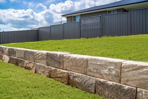 Benutzung einer Grenzwand durch Nachbarn - Beseitigungsanspruch
