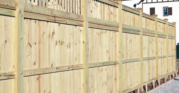 Zulässigkeit einer 1,75 m hohen Zaunanlage an einer Grundstücksgrenze