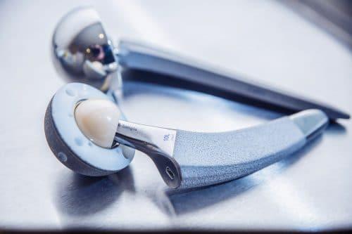 Mangelhafte Hüft-Totalendoprothese (hier: Durom-Metasul-LDH Großkopfprothese) Haftung § 3 ProdHG
