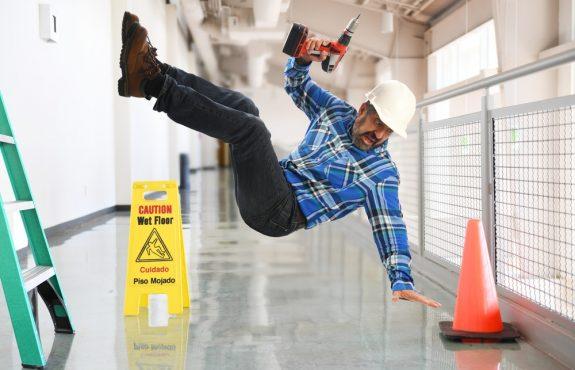 Gesetzliche Unfallversicherung - Regressanspruch gegen Unternehmer bei grob fahrlässig verursachtem Arbeitsunfall