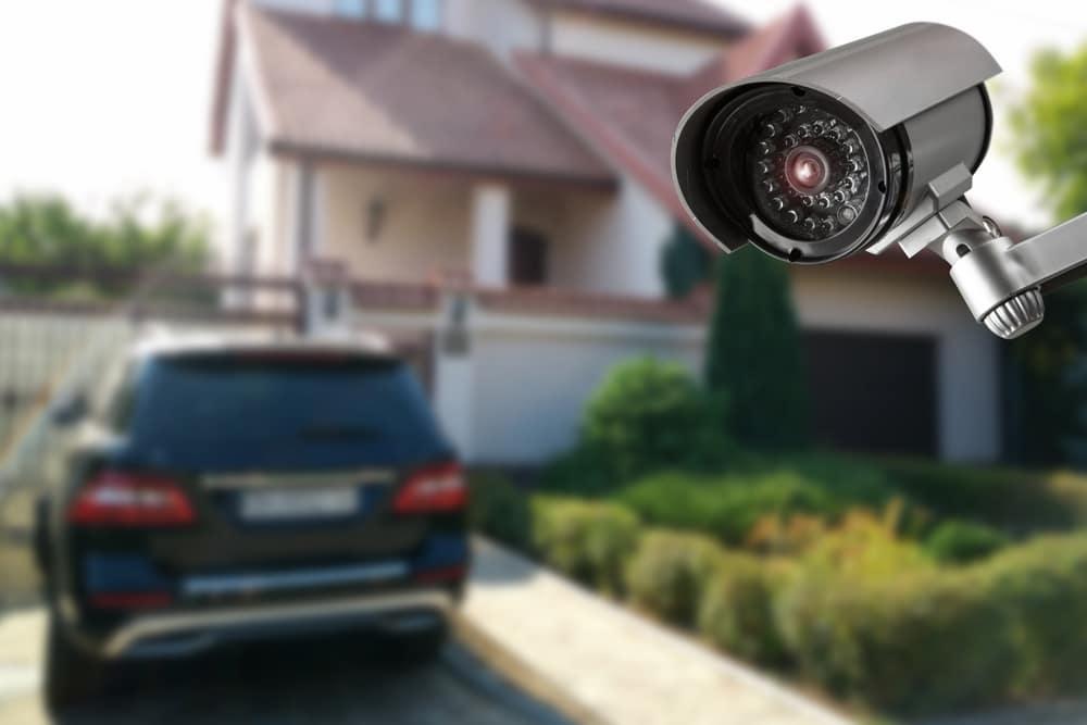 Videoüberwachung eines Grundstücks - nur das eigene Grundstück darf gefilmt werden!