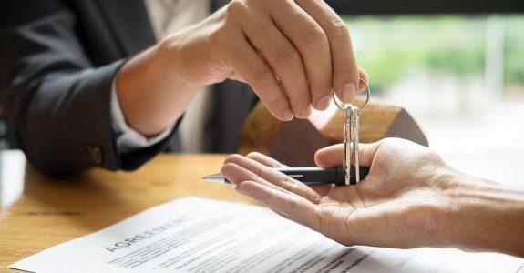 Maklervertrag - Ausschluss des Widerrufsrechts bei Provisionsschuldvereinbarung in Notarvertrag
